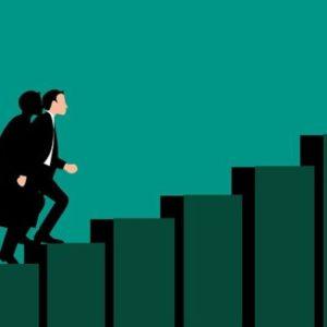 達成への階段を上るビジネスマン